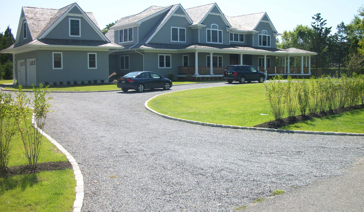 Hamptons Gravel Driveway Cobblestone Wrap Around Edging