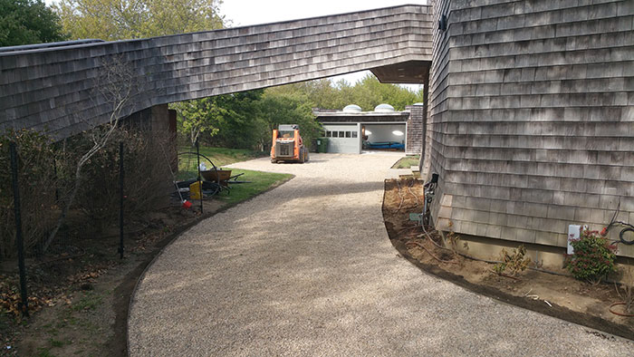 Hamptons Pebble Driveway with Steel Edging
