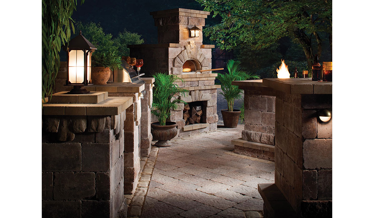 Outdoor Fireplace, Pizza Oven, Cooking Station and Beverage Bar